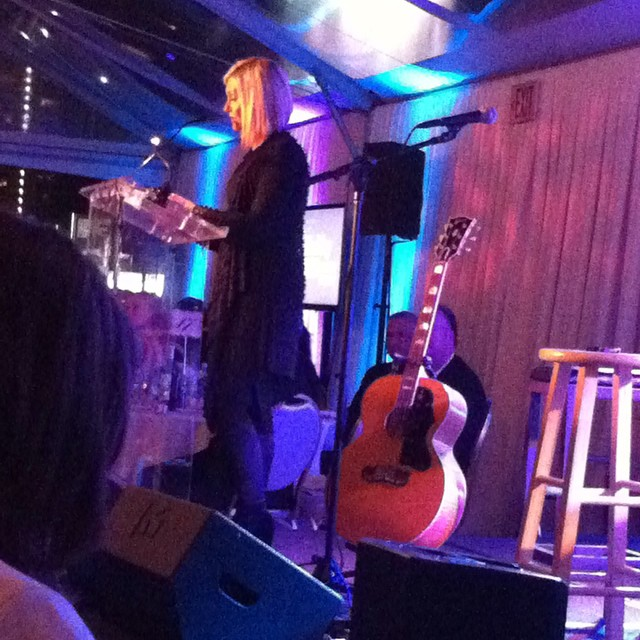 Legendary Olivia Newton John #breastcancer thriver honors Nina Karp @healthychild #moam